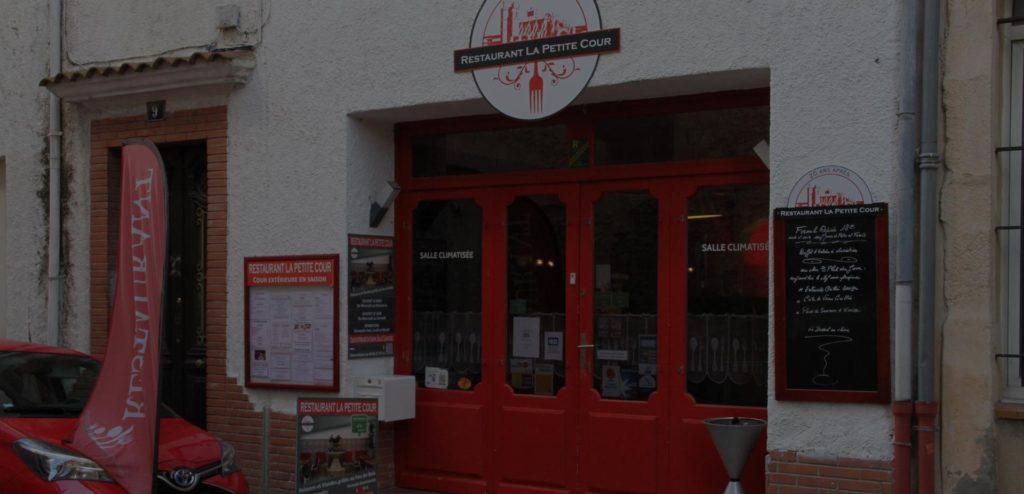 accueil-chaleureur-petite-cour-restaurant-feu-de-bois-narbonne